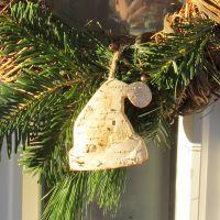 Birkenholz-Anhänger Weihnachtsmütze