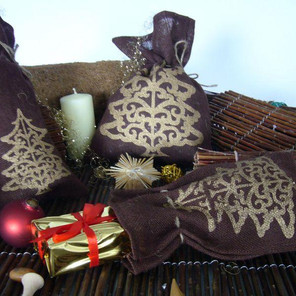 Jutesäckchen zum Adventskalender basteln Tannenbaum braun-gold