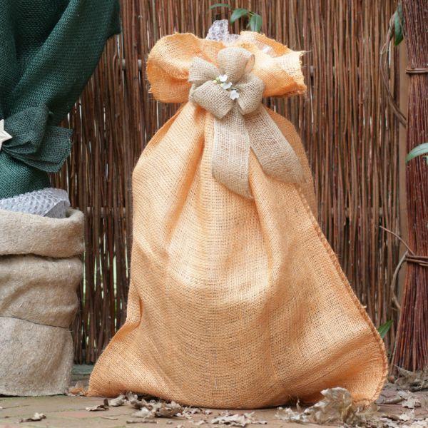 Jutesack als Winterschutz robustes Naturmaterial orange